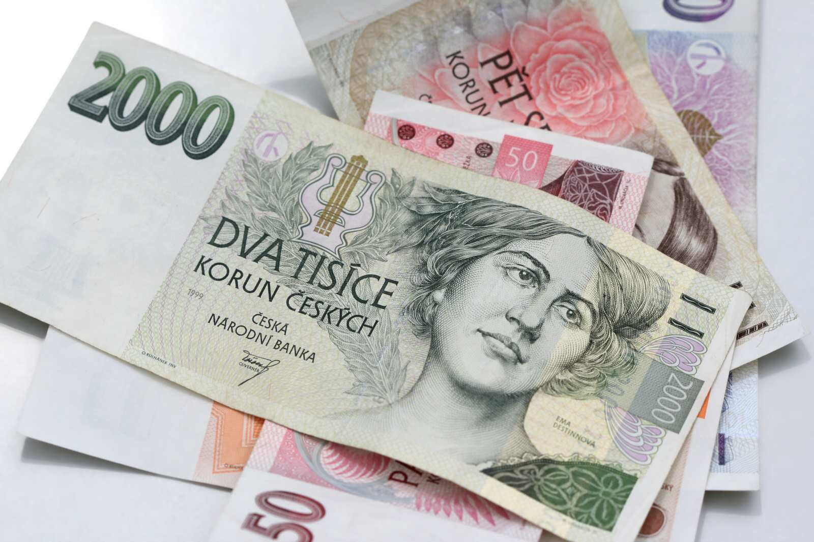 Půjčit si můžete minimálně 500 Kč a maximálně 10 000 Kč, doba splatnosti se pohybuje v rozmezí od 7 dní až po 45 dní.