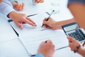 Peníze (úvěr od 5000 Kč do 15000 Kč) pak můžete dostat v hotovosti ihned po podepsání smlouvy na pobočce.